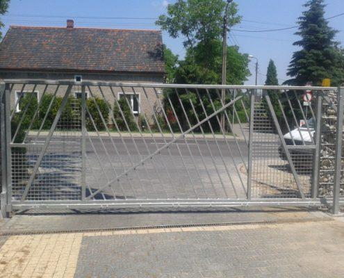 Metalowa brama automatyczna 2