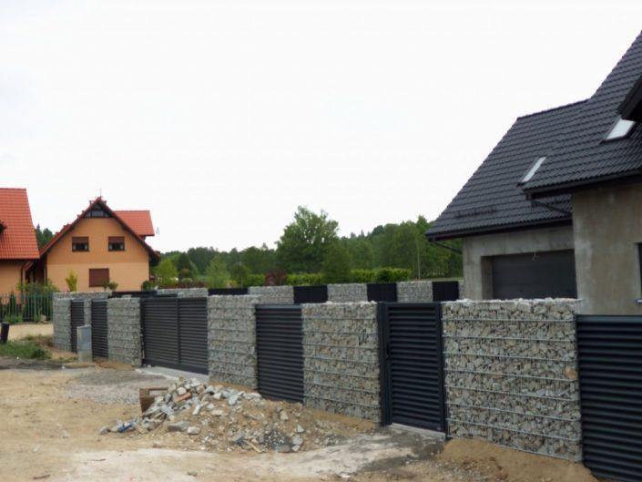 ogrodzenie z gabionu domku