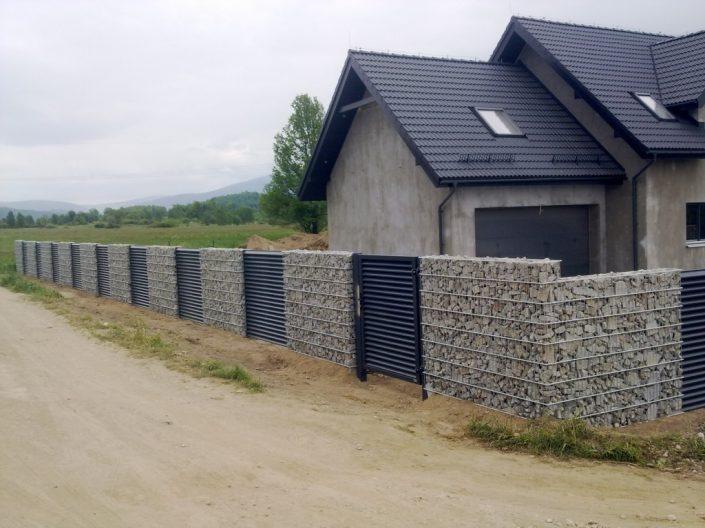 ogrodzenie z gabionu domku 2