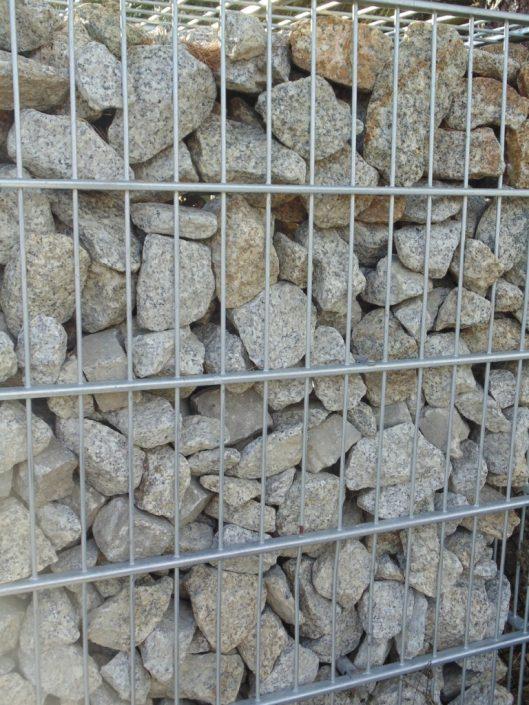 Gabion wypełniony kamieniem