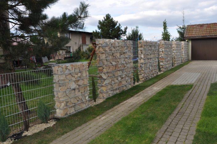 Ściana ogrodzenia z gabionów 2