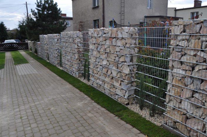 Ściana ogrodzenia z gabionów 3