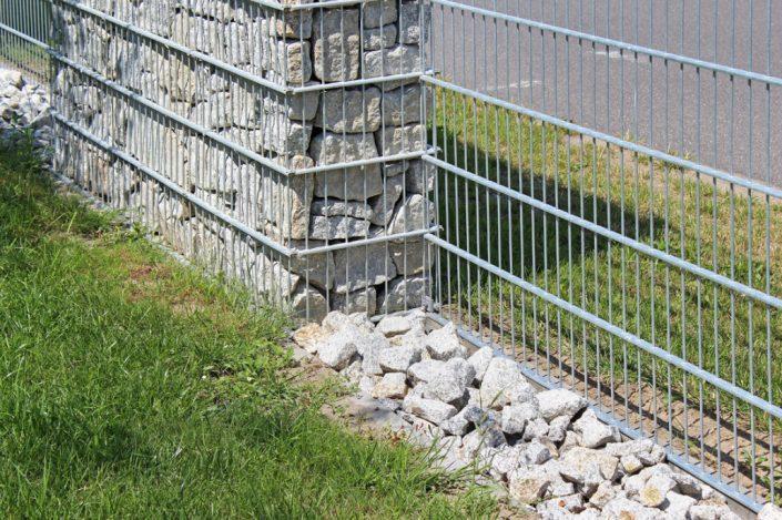 Łączenie siatki metalowej z gabionem