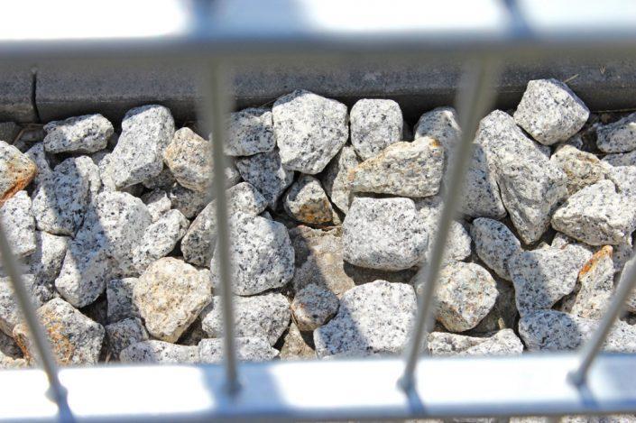 Kamienie w gabionie