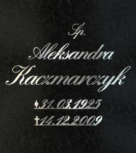 Napis na grobie z metalowych liter 2