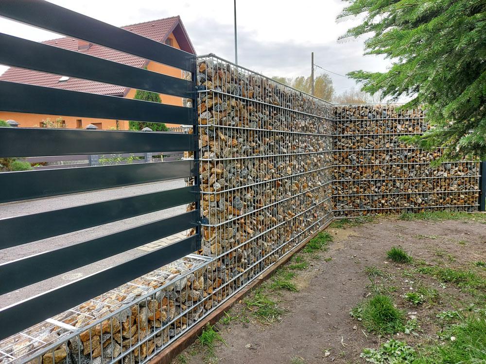 nowoczesne ogrodzenie - gabionowe